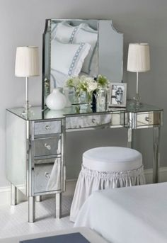 Makeup Room Ideas - As a woman, your makeup area is your one area to dream, design and also to develop. This space is a full representation of you and also that Make Up Desk Vanity, Diy Vanity Mirror, Vanity Desk, Cute Makeup Vanity, Makeup Table Vanity, Fancy Bedroom, Bedroom Decor For Small Rooms, Bedroom Modern, Home Decor Styles