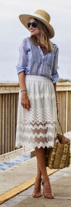 Scallop Lace Knee-length Skirt