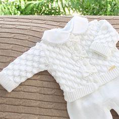 Serenidade, paz e calma nessa roupinha branca de escamas. #enxovaldebebe #lilibee #mundolilibee #maternidade