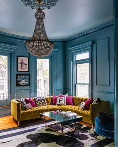 We've gathered our favourite Farrow & Ball paint colours in real homes so you can see exactly what they look like in situ, rather than just on the paint chart. Farrow And Ball Living Room, Farrow And Ball Paint, My Living Room, Living Room Decor, Farrow Ball, Farrow And Ball Kitchen, Oval Room Blue, Blue Rooms, Blue Ceilings