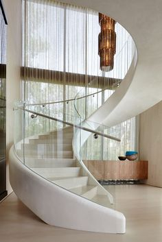 This white sculptural spiral staircase entices you upstairs in this home. This white sculptural spiral staircase entices you upstairs in this home. Staircase Architecture, Luxury Staircase, Curved Staircase, Architecture Design, Staircase Ideas, Spiral Staircases, Stair Railing, Staircase Glass, Diy Stair
