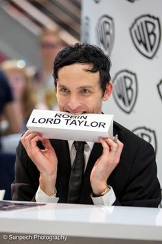 Robin Lord Taylor SDCC2015 The penguin Oswald Cobblepots