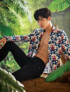 Korean Boys Hot, Hot Asian Men, Korean Men, Pentagon Hongseok, Fitness Inspiration Body, Cute Teenage Boys, Asian Hair, Kpop Guys, Print Jacket