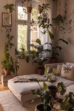 Green Apartment, Apartment Design, Room Ideas Bedroom, Bedroom Decor, Room With Plants, Plant Rooms, Aesthetic Room Decor, House Rooms, Cozy House