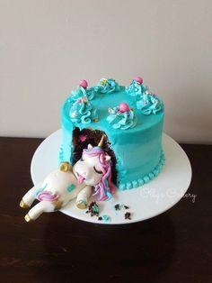 diy unicorn cake ~ diy unicorn cake ` diy unicorn cake easy ` diy unicorn cake topper ` diy unicorn cake how to make ` diy unicorn cake pops ` diy unicorn cake topper free printable ` diy unicorn cake birthdays ` diy unicorn cake videos Diy Unicorn Cake, Unicorn Cake Pops, Fat Unicorn, Unicorn Party, Unicorn Cake Design, Unicorn Cake Decorations, Funny Wedding Cakes, Girl Cakes, Cake Girls