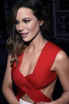 61 Sexy Kate Beckinsale Pictures Captured Over The Years Underworld Kate Beckinsale, Kate Beckinsale Hot, Kate Beckinsale Pictures, Beautiful Celebrities, Beautiful Actresses, Most Beautiful Women, Female Actresses, English Actresses, Pearl Harbor
