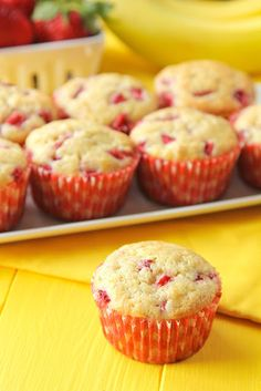 Strawberry Banana Muffins - Life Made Simple This morning we woke up to snow… again. I let out a sigh and bundled up before heading into the k Strawberry Banana Muffins, Banana Chocolate Chip Muffins, Banana Fruit, Banana Pudding, Pumpkin Cream Cheese Muffins, Pumpkin Cream Cheeses, Delicious Desserts, Yummy Food, Ww Desserts