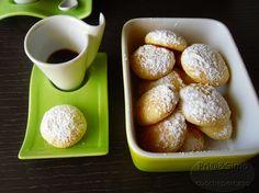 biscotti alla ricotta300 gr di farina 00 1 uovo intero ( temperatura ambiente) 1 scatola di ricotta fresca(125 gr) 180 gr di zucchero vanillina mezza bustina di lievito per dolci. 1 bicchiere di latte tiepido