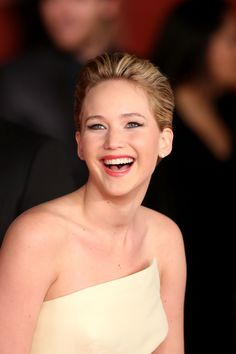 Stuck in a pixie cut rut? Take a cue (or from Jennifer Lawrence-she's been able to prove just how versatile a pixie can be in a matter of months. Jennifer Lawrence Smile, Jeniffer Lawrance, Mtv, Kentucky, Divas, Jennifer Laurence, Star Wars, Portraits, Pixie Hairstyles