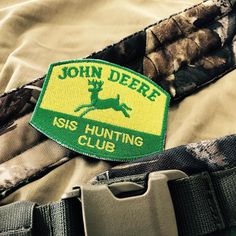 John Deere ISIS Hunting Club #crazypatch #funnypatch #custompatch #patches #patch #stemmi #toppe #scudetti #embroideredpatch #embroidered #johndeere #lapatcheria www.lapatcheria.com