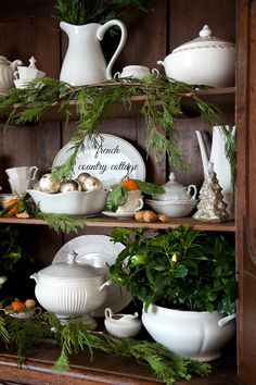I love the natural use of pine, very fall wintery cosy decor