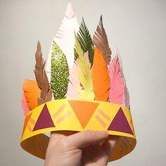 Fabriquez une superbe coiffe indienne avec vos petits sioux, rien qu'avec du papier et du scotch ! Retrouvez tous nos autres ateliers DIY sur notre blog ...