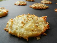Emmenthal appetizer cookies // super easy - to use your egg whites - video explanation! - C gourmet secrets- Tapas, Fingers Food, Cooking Time, Cooking Recipes, Salty Foods, Appetisers, Food Inspiration, Love Food, Food Porn