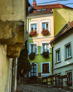 #bratislavaslovakia #bratislava #slovensko #slovakia Bratislava Slovakia, Mansions, House Styles, Instagram, Manor Houses, Villas, Mansion, Palaces, Mansion Houses