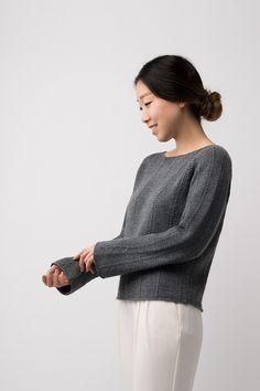 Пуловер Column с вертикальными рельефными дорожками от дизайнера Shellie Anderson из Shibui Knits.