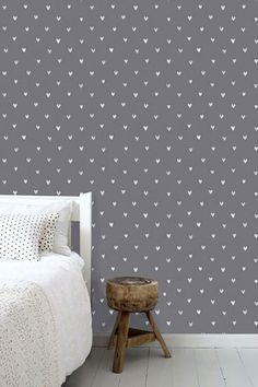 This sweet wallpaper with little hearts in dark gray brings a warm, cheerful and lively atmosphere to the room. Let your imagination and that of your little girl run free and create a fantastic girl's room to dre Girl Room, Mattress, Wallpaper, Bedroom, Beige, House, Furniture, Home Decor, Anna
