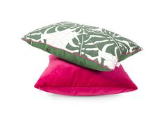 This is very fresh combination of color: Emerald green and fuchsia, magenta. This original pillow was made from top quality materials. It will be a great decoration of your home. Front cushion is made of cotton in green monstera leaves. The back is made of green cotton. The pillow is