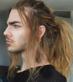 I need you to be straight! Ponytail Hairstyles For Men, Long Hair Ponytail, Cute Hairstyles, Nils Kuiper, Hair Reference, How To Draw Hair, Hair Inspo, Pretty People, Hair Goals