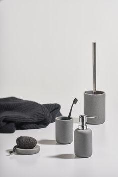 Solid: hard rock and cool look // #zonedenmark #solid #bathroom #interior