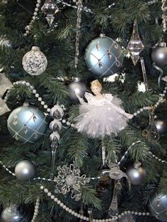 Victorian Crystal Christmas Tree  Love the pearls
