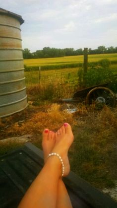 Living the farm life.  Borrowed photo. (Thanx) but says it all. I may be a farmer but there's still a bit of the city girl inside!