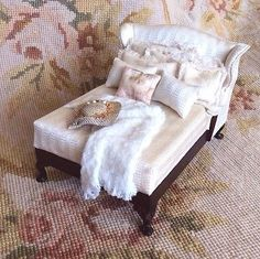 Bed with Pillows Drape Hat 1:12 Dollhouse Miniature