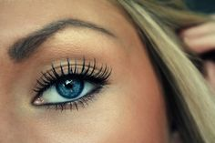 Perfect everyday and very pretty makeup<3