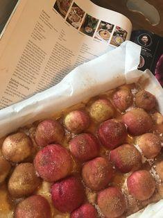 Eplekaka klar for steking Sausage, Meat, Food, Sausages, Essen, Meals, Yemek, Eten, Chinese Sausage