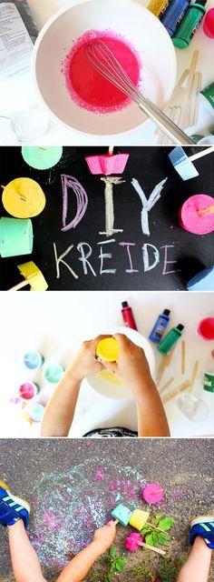 Mit unserer coolen Kreide am Stiel bleiben die Kinderhände sauber. Aber vorher darf noch gematscht werden - und zwar bei der Herstellung!