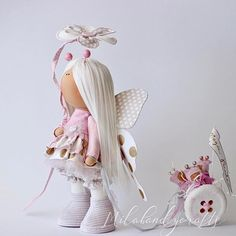 Что – самая сладкая сладость на свете? Сахар – могла я когда-то ответить. Мёд, мармелад, пастила и щербет. Только теперь поняла я ответ -  Родного ребёночка запах макушки Что остаётся на нашей подушке, Пальчики нежные и ноготки Попка, коленочки и локотки…  #milahandycrafts #sewing #handmadedoll #handmadepresent #princess #butterfly #interiordoll #tilda #textiledoll #cotton #magicparade #handmadetoy #куклаомск #куклатильда #кукла #подарокручнойработы #подарокнаденьрождения #бабочка…