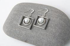 Silver square earrings, square dangles, modern earrings, geometrical earrings, sqare hoops, pearl earrings, unique earrings, made in Canada by CharmanteBijoux on Etsy