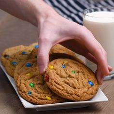 M&M Cookies Check out this creative cookie recipe! You can find Recetas de postres and more on our website.M&M Cookies Check out this creative cookie r. Chocolate Cookie Recipes, Easy Cookie Recipes, Sweet Recipes, Dessert Recipes, Quick Dessert, Chocolate Chips, Chocolate Brownies, Chocolate Ganache, Chocolate Covered
