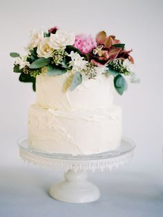 Delicous-two-tier-buttercream-wedding-cake-with-cake-flowers