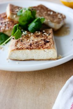 Enkel, pannestekt tofu med sesamfrø