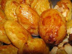 Broas de Batata Doce e Amêndoa | SaborIntenso.com Cheesecakes, Portuguese Recipes, Portuguese Food, Pretzel Bites, Food And Drink, Gluten, Potatoes, Favorite Recipes, Navidad