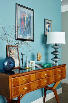 52 Bright Home Decor To Update Your Living Room decor livingroom interior Colorful Interior Design, Interior Design Boards, Home Interior Colors, Retro Home Decor, Home Decor Trends, Decor Ideas, Salons Cosy, Bright Homes, Interior Decorating Styles