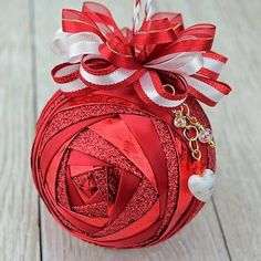 Christmas Quilting Gifts Ornament Tutorial 39 Ideas For 2019 Folded Fabric Ornaments, Quilted Christmas Ornaments, Felt Christmas Decorations, Christmas Sewing, Christmas Fabric, Handmade Ornaments, Handmade Christmas, Christmas Quilting, Glitter Ornaments