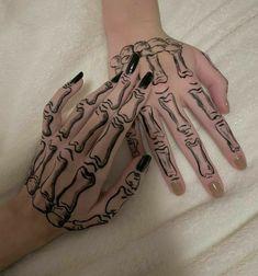 Dope Tattoos, Mini Tattoos, Pretty Tattoos, Small Tattoos, Henna Tattoo Hand, Pen Tattoo, Simplistic Tattoos, Henna Tattoo Designs Simple, Henna Motive