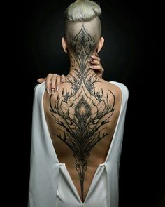 Enjoy body art brilliance with awesome back tattoos for men and women that are masterpieces. The back is one of the most spacious areas for tattoos on the body. If you are looking for the best full-back tattoo idea then this collection is for you. Trendy Tattoos, Mini Tattoos, Body Art Tattoos, Tattoos For Guys, Cool Tattoos, Tatoos, Flower Tattoos, Insane Tattoos, Chicano Tattoos