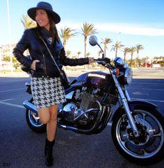 vestido #señoretta #look #outfit #style #fashion #fashionblog #moda #whattowear #vestido #styleforwoman #womanstyle #fashionwoman #fashionista #styletips #blog #blogger #look #lookbook #hat #jacket #boots #black&white