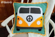 pillow edging crochet Are you into tapestry crochet and vintage camper vans ? Then this is the perfect pattern for you ! This --- PDF CROCHET PATTERN --- describes in US terms ho Crochet Pillow Cases, Crochet Cushions, Tapestry Crochet, Crochet Yarn, Crochet Hooks, Free Crochet, Chunky Crochet, Vans Vintage, Vintage Camper