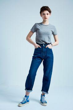 Female Pose Reference, Pose Reference Photo, Denim Fashion, Look Fashion, Fashion Outfits, Figure Poses, Standing Poses, Female Poses, Looks Cool