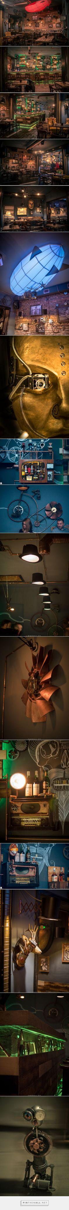 Vista de cada ângulo do bar, quem tem uma grana boa guardada, e tem coragem de por a mão na massa, vai por mim, invista num bar desse.