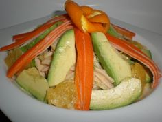 Ensalada navelina Ingredientes (para 4 comensales) 8 Hojas de lechuga rizada 16 Palitos de cangrejo refrigerados 1 Naranja navelina grande...