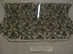 English Coif, Victoria and Albert Museum, London, Late 16th century. Gilt thread and black silk in plaited braid: back, chain and double running stitched on linen. T.11-1948