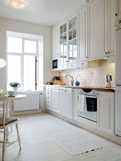 Lovely kitchen. I love the drawers under the upper cabinets.