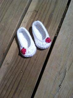 White baby girl crocheted slippers by eloise