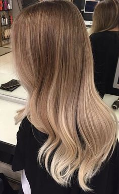 Are you looking for best hair colors to apply for long hair? Just see here, we have made a collection of fantastic long balayage colored hairstyles Ombre Hair, Balayage Hair, Champagne Blonde Hair, Medium Champagne Hair Color, Brown Blonde Hair, Pretty Hairstyles, Blonde Hairstyles, Layered Hairstyles, Medium Hairstyles