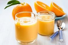 The vivid colour and tangy taste of oranges dominates this quick mousse. Present it garnished with fresh berries, orange sections, candied orange. Orange Mousse, Orange Creme, Sugar Free Recipes, Sweet Recipes, Healthy Recipes, Tangerine Juice, Orange Dessert, Jus D'orange, Orange Recipes