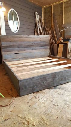 The Michelle Grey Weathered Reclaimed wood Bed Frame, Der Michelle Gray Weathered Reclaimed Wood Bettrahmen, Pallet Furniture, Furniture Projects, Wood Projects, Pallet Beds, Furniture Stores, Antique Furniture, Furniture Online, Industrial Furniture, Furniture Design